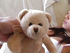Teddy Bear wakes up the woman - so she can get a good Fuck